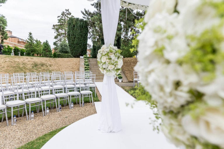 Fancy an outdoor ceremony surrounded by nature but only 20 minutes from central London? Have a look at the sunken garden at The Grove, near Watford in Hertfordshire.