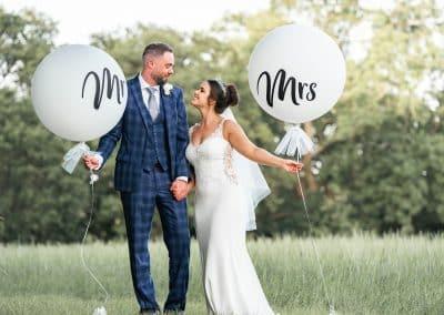 manor-elstree-bride-groom-holding-white-balloons
