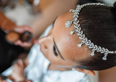 bride-wearing-diamond-head-dress