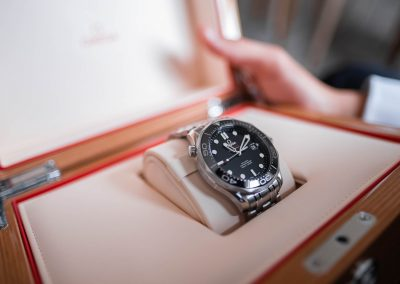 omega-mens-watch-in-a-wooden-box