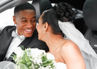 bride-and-groom-in-bridal-wedding-car-smiling