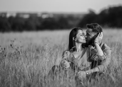 black-and-white-of-engaged-couple-in-grass-field-at-the-grove-hotel