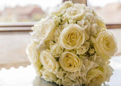 bridal-bouquet-white-roses