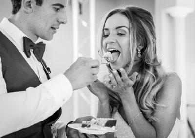 groom-feeding-bride-with-wedding-cake