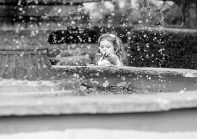 little-girl-palying-at-the-fountain